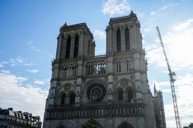 Nhà thờ Đức Bà Paris lên kế hoạch mở cửa trở lại sau cuộc hỏa hoạn lịch sử - Ảnh 1.
