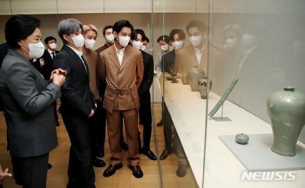Tranh cãi nảy lửa: V (BTS) bị bắt gặp không làm 1 điều quan trọng giữa mùa dịch ở Mỹ, netizen Hàn và quốc tế khẩu chiến dữ dội - Ảnh 6.