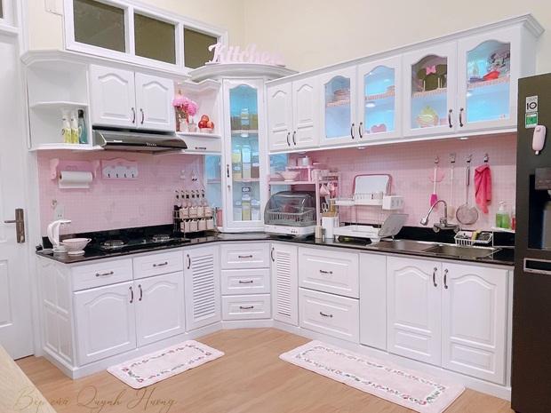 Mẹ đảm đầu tư 20 triệu cải tạo khu để xe thành nhà bếp, chị em ngắm đến đâu trầm trồ đến đấy với tông hồng cưng xỉu - Ảnh 3.