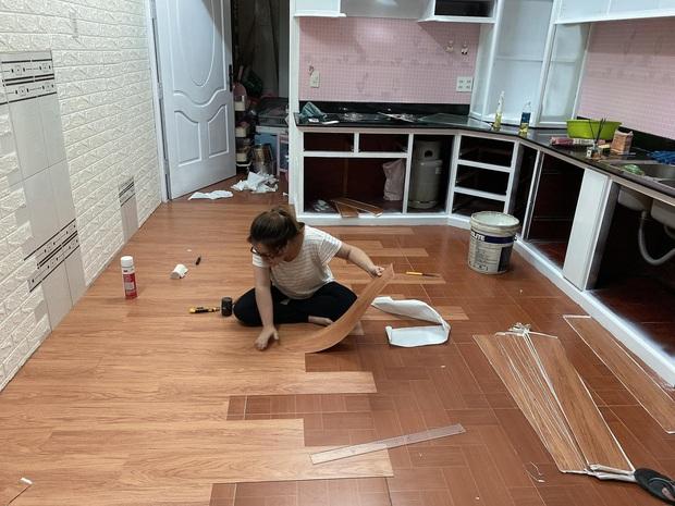 Mẹ đảm đầu tư 20 triệu cải tạo khu để xe thành nhà bếp, chị em ngắm đến đâu trầm trồ đến đấy với tông hồng cưng xỉu - Ảnh 2.