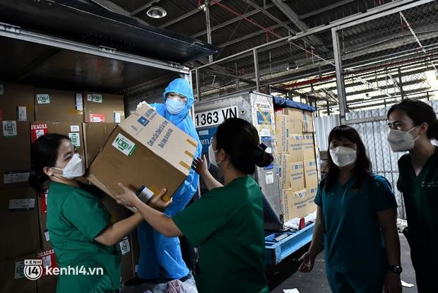Gần 30.000 bánh Trung thu từ Hà Nội được vận chuyển vào cho y bác sĩ miền Nam - Ảnh 3.