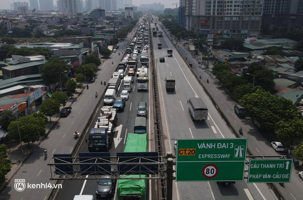 Hà Nội: Đường vành đai 3 trên cao ùn tắc hàng km từ Linh Đàm tới nút giao Phạm Hùng - Ảnh 3.