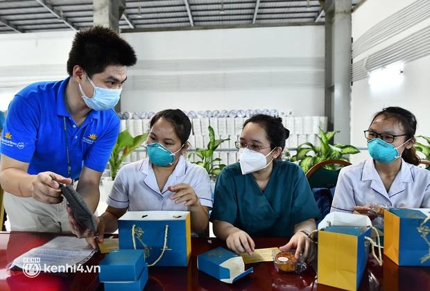 Gần 30.000 bánh Trung thu từ Hà Nội được vận chuyển vào cho y bác sĩ miền Nam - Ảnh 5.