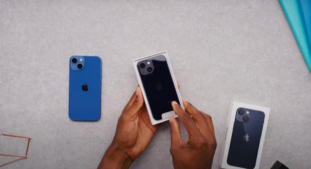 Video unbox cả 4 mẫu iPhone 13, màu xanh sierra nhận được mưa lời khen vì quá xuất sắc! - Ảnh 4.