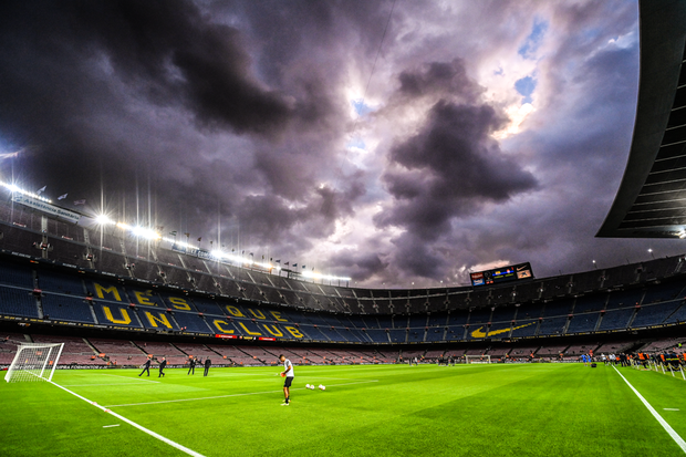 Bầu trời đen kịt bủa vây Camp Nou, Barcelona lại gây thất vọng tràn trề - Ảnh 3.