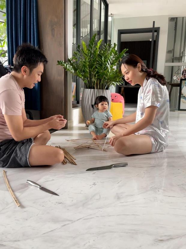 Cường Đô La và bà xã tự tay làm 1 thứ tặng ái nữ, đón Trung thu giản dị trong biệt thự sang chảnh khu nhà giàu  - Ảnh 3.