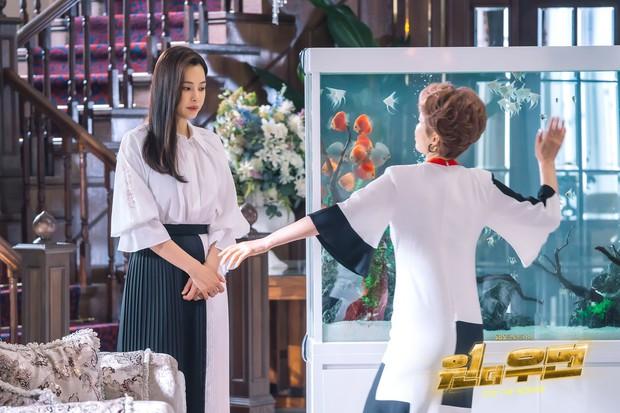 Bi kịch có thật của dâu tài phiệt Hàn lên phim: Bị cô lập vì kém ngoại ngữ, sống khổ sở như người giúp việc - Ảnh 1.