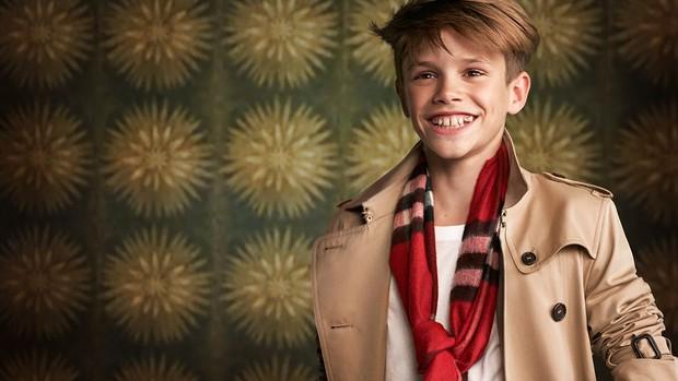 2 lần Romeo Beckham làm mẫu khuấy đảo MXH: 11 tuổi đã hóa mẫu nhí đầy khí chất cho nhà mốt lớn, 19 tuổi lột xác thành soái ca sexy - Ảnh 3.