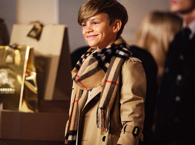 2 lần Romeo Beckham làm mẫu khuấy đảo MXH: 11 tuổi đã hóa mẫu nhí đầy khí chất cho nhà mốt lớn, 19 tuổi lột xác thành soái ca sexy - Ảnh 4.