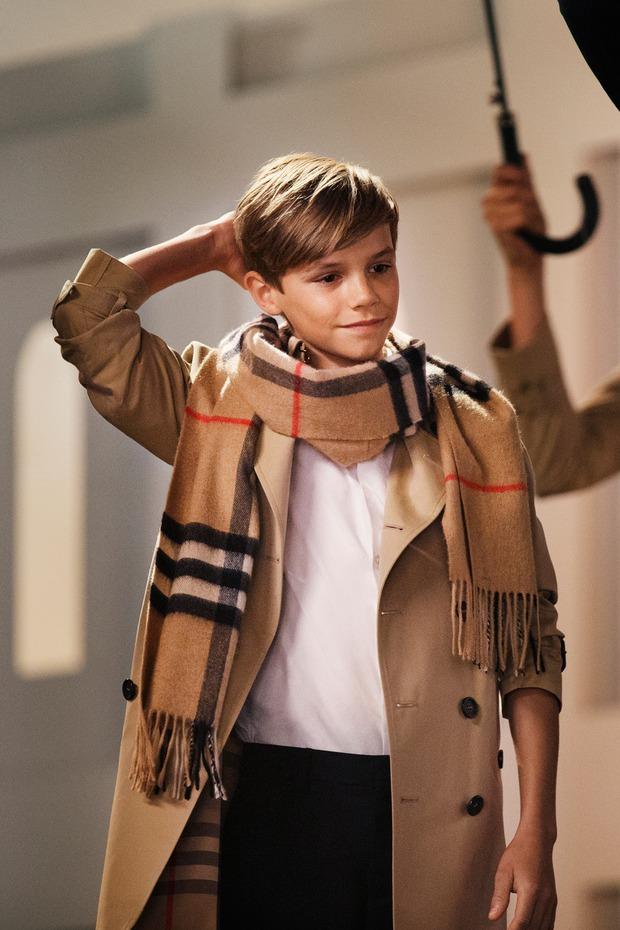 2 lần Romeo Beckham làm mẫu khuấy đảo MXH: 11 tuổi đã hóa mẫu nhí đầy khí chất cho nhà mốt lớn, 19 tuổi lột xác thành soái ca sexy - Ảnh 5.