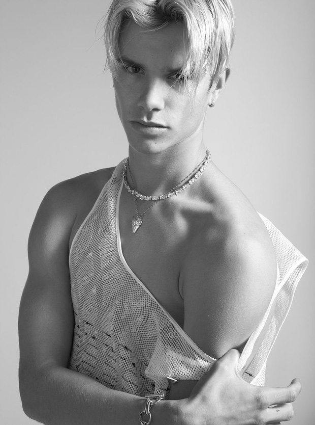 2 lần Romeo Beckham làm mẫu khuấy đảo MXH: 11 tuổi đã hóa mẫu nhí đầy khí chất cho nhà mốt lớn, 19 tuổi lột xác thành soái ca sexy - Ảnh 14.