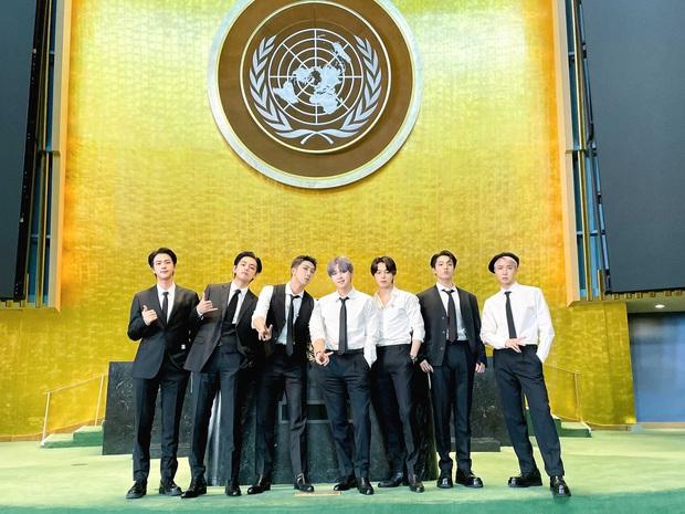 Jungkook (BTS) bùng nổ visual, từ khóa Bảo vật quốc gia leo top 1 trending toàn cầu sau màn xuất hiện quá bảnh tại Liên Hợp Quốc - Ảnh 1.