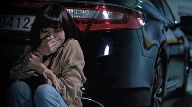 Cô gái câm bất lực, ú ớ cầu xin sát nhân biến thái tha mạng: Cảnh phim Hàn khiến 350.000 người đau tim liệu có cái kết đẹp? - Ảnh 2.