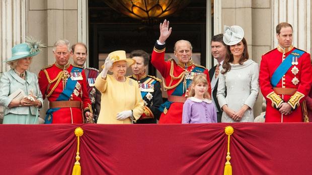 Nguyên do sâu xa khiến di chúc của chồng Nữ hoàng Anh cần được niêm phong 90 năm, có liên quan đến lùm xùm nhà Meghan - Ảnh 2.