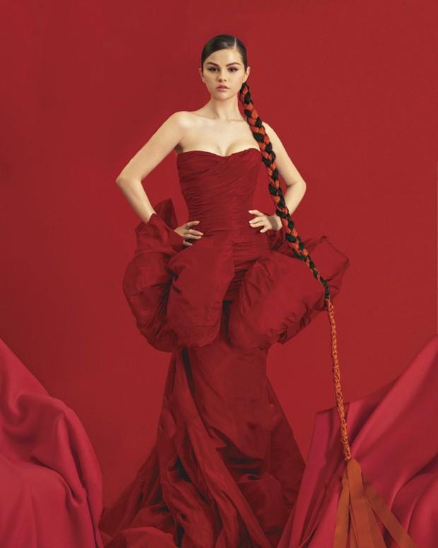 Xinh đến mức mặc xuề xoà, chân đất đi đổ rác cũng xinh là đây: Selena Gomez! - Ảnh 8.