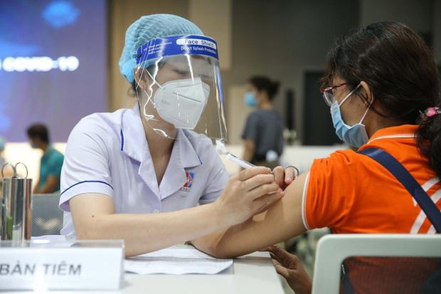 TP.HCM: Ai chưa tiêm vắc-xin mũi 1 có thể đăng ký qua Tổng đài tin nhắn 8066 - Ảnh 1.