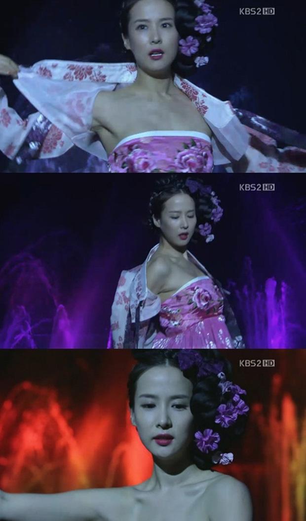 Loạt phim Hàn bị chỉ trích vì biến tấu quốc phục: Hở hang, phản cảm, toàn bắt diễn viên khoe vòng một - Ảnh 6.