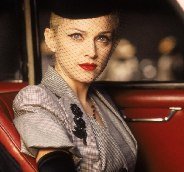 Huyền thoại thảm đỏ Oscar: Madonna đẹp đến độ kiêu sa vô thực, vòng 1 ngồn ngộn ngộp thở lu mờ ông hoàng Michael Jackson - Ảnh 7.