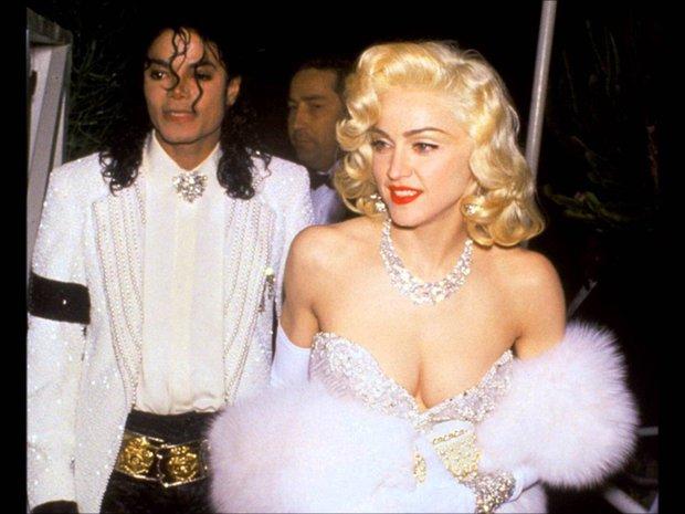 Huyền thoại thảm đỏ Oscar: Madonna đẹp đến độ kiêu sa vô thực, vòng 1 ngồn ngộn ngộp thở lu mờ ông hoàng Michael Jackson - Ảnh 3.
