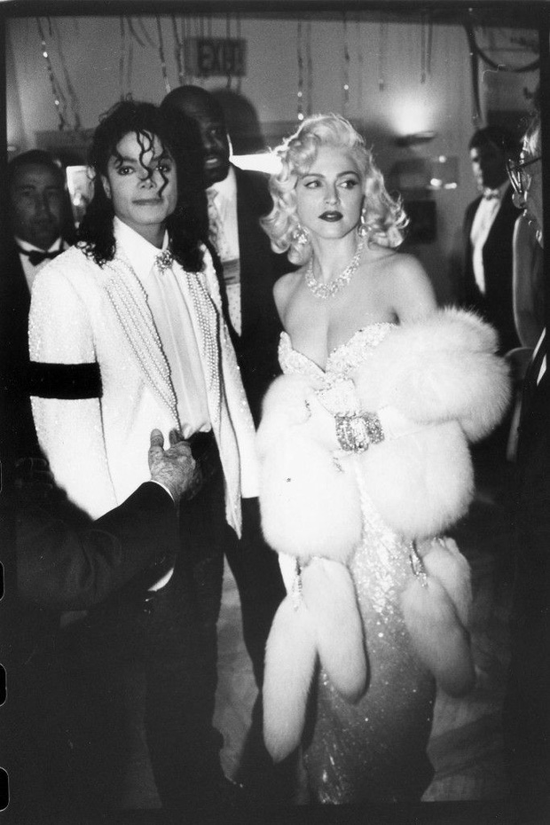 Huyền thoại thảm đỏ Oscar: Madonna đẹp đến độ kiêu sa vô thực, vòng 1 ngồn ngộn ngộp thở lu mờ ông hoàng Michael Jackson - Ảnh 5.