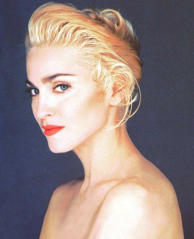Huyền thoại thảm đỏ Oscar: Madonna đẹp đến độ kiêu sa vô thực, vòng 1 ngồn ngộn ngộp thở lu mờ ông hoàng Michael Jackson - Ảnh 8.