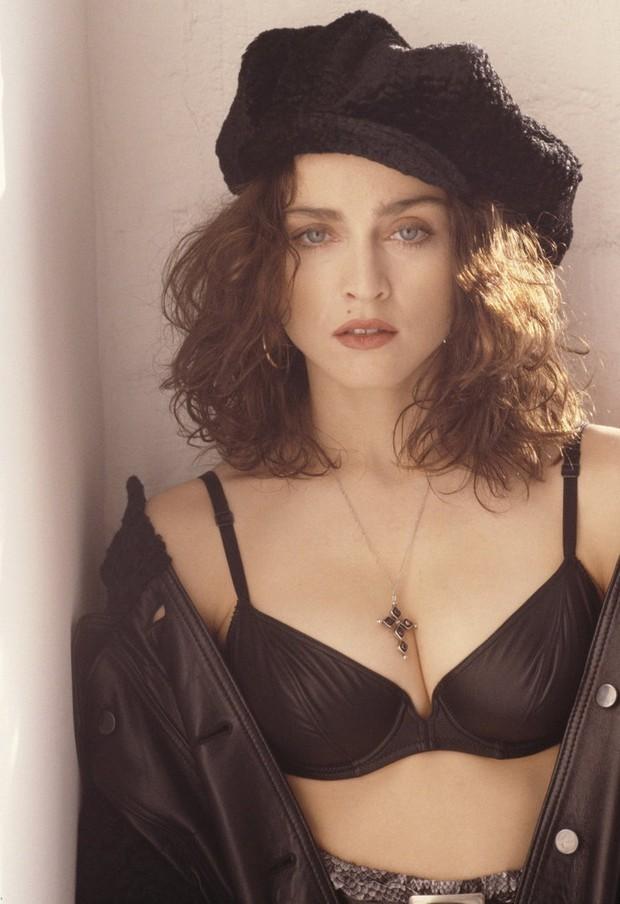 Huyền thoại thảm đỏ Oscar: Madonna đẹp đến độ kiêu sa vô thực, vòng 1 ngồn ngộn ngộp thở lu mờ ông hoàng Michael Jackson - Ảnh 9.