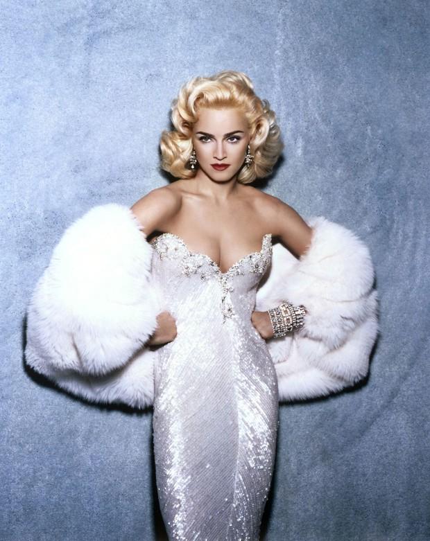 Huyền thoại thảm đỏ Oscar: Madonna đẹp đến độ kiêu sa vô thực, vòng 1 ngồn ngộn ngộp thở lu mờ ông hoàng Michael Jackson - Ảnh 11.