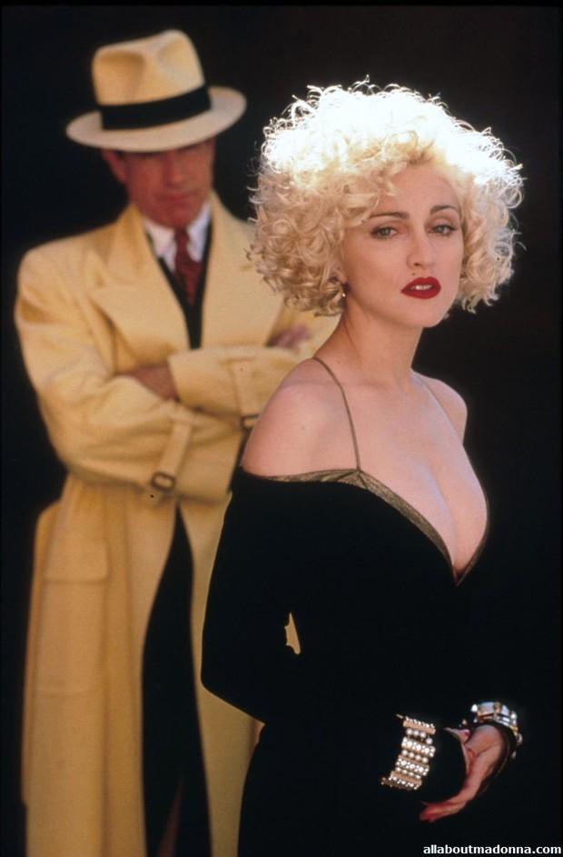 Huyền thoại thảm đỏ Oscar: Madonna đẹp đến độ kiêu sa vô thực, vòng 1 ngồn ngộn ngộp thở lu mờ ông hoàng Michael Jackson - Ảnh 12.