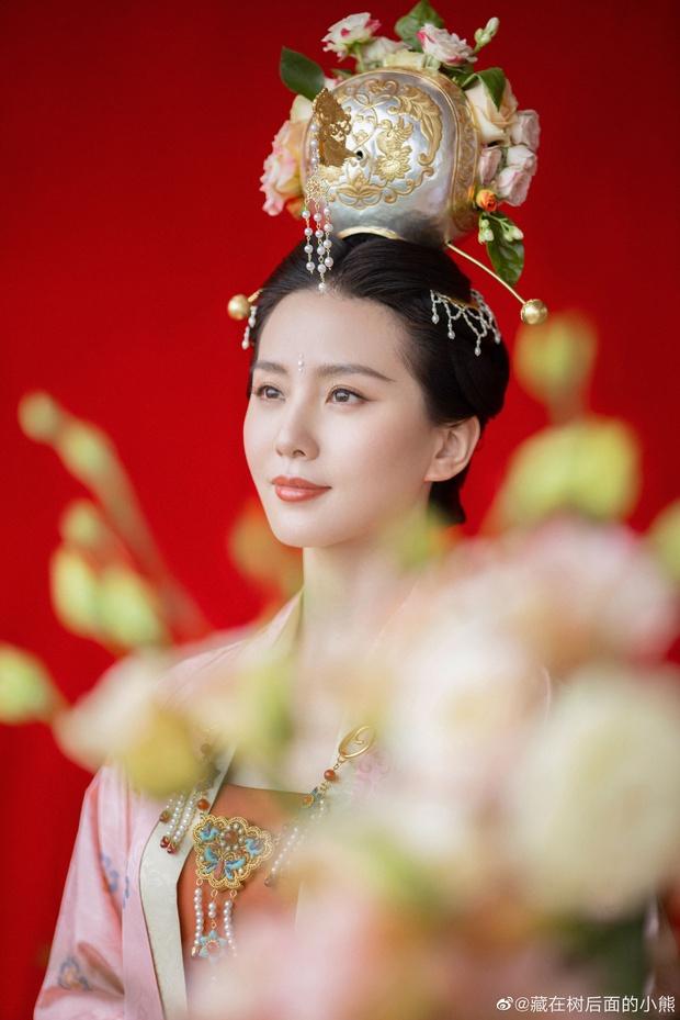 Màn đọ sắc náo loạn đêm Trung thu: Lưu Thi Thi - Quan Hiểu Đồng chặt chém ác liệt, ai ngờ lu mờ vì ảnh chụp vội Triệu Lệ Dĩnh - Ảnh 12.