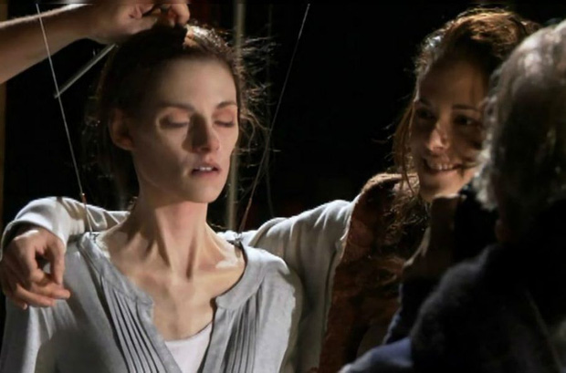 Thì ra đây là bí kíp khiến Kristen Stewart nhìn như bộ xương lúc đi đẻ ở Twilight, xem ảnh hậu trường vừa sợ vừa nể! - Ảnh 3.