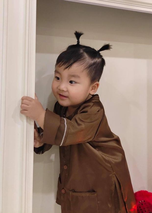 Con trai Hoà Minzy chiếm sóng MXH dịp Trung thu: Gặp chú Tễu tưởng vui ai ngờ... khóc thét! - Ảnh 4.