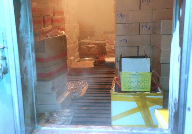 Hàng trăm tấn hải sản chất đầy kho đông lạnh không bán được vì dịch Covid-19 - Ảnh 8.