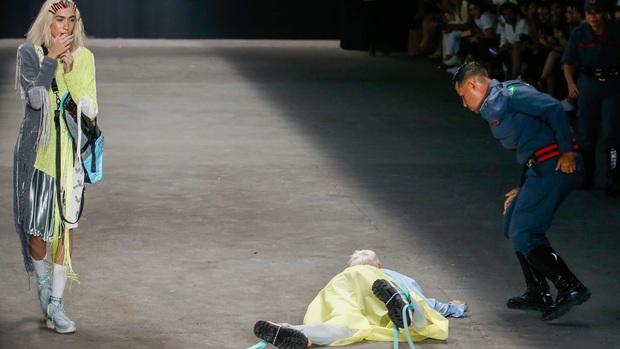 Từng có một người mẫu chết ngay trên sàn diễn thời trang bởi lý do thương tâm - Ảnh 4.