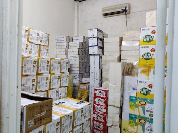 Tạm giữ kho bánh Trung thu khủng do Trung Quốc sản xuất không có hóa đơn, chứng từ - Ảnh 2.