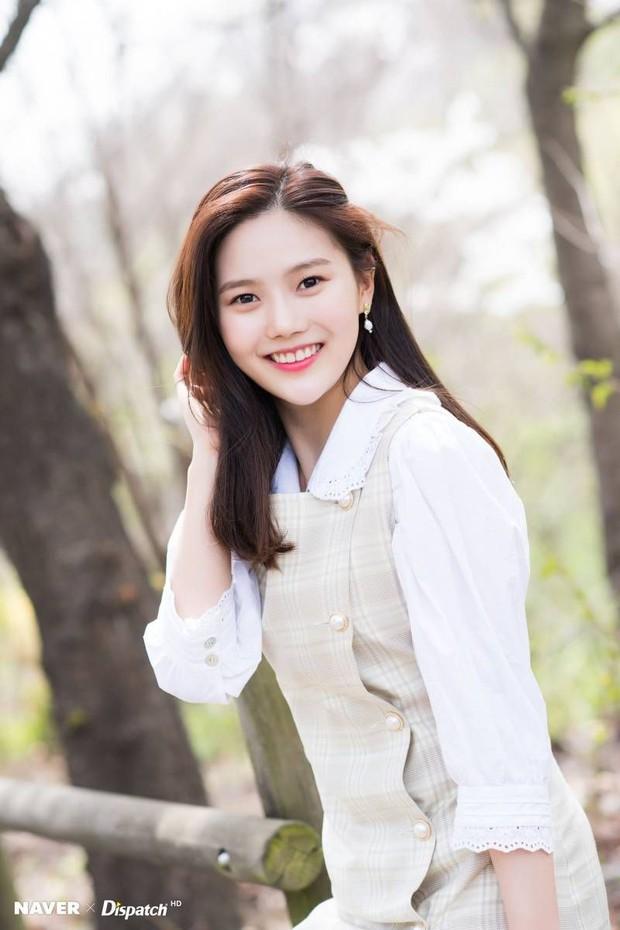 Loạt trưởng nhóm Kpop hack tuổi đỉnh cao: Taeyeon là chị cả mà tưởng em út, RM ngày càng lột xác sexy - Ảnh 37.