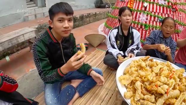 Bữa ăn giả trân nhất ở nhà Bà Tân Vlog: Các cháu lặng im, gắng gượng mãi mới nói được câu cảm thán này - Ảnh 5.