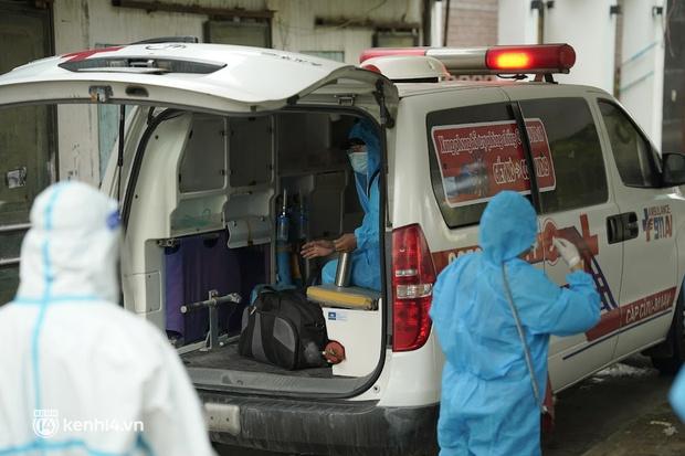 Hà Nội: Lấy mẫu xét nghiệm, đưa 21 trường hợp F1 tại Hà Đông đi cách ly sau 2 ca dương tính SARS-CoV-2 - Ảnh 5.