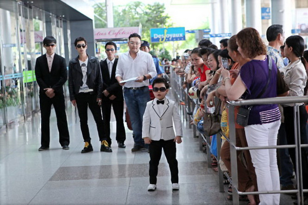 """""""Tiểu PSY"""" - cậu bé gốc Việt từng xuất hiện trong siêu hit Gangnam Style giờ ra sao sau khi được đặt nhiều kỳ vọng ngày bé? - Ảnh 3."""