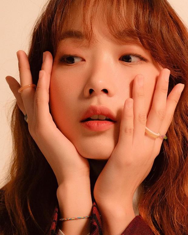 Bao nhiêu năm Kbiz mới tìm ra nhan sắc giống nữ thần Sulli, khí chất đỉnh như Lee Sung Kyung: Hoá ra là mỹ nhân của cơn sốt Squid Game? - Ảnh 9.