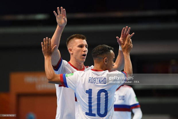 [Trực tiếp vòng 1/8 Futsal World Cup] Nga vs Việt Nam (HT): VÀOOOO!!!! Đắc Huy dứt điểm tung lưới á quân thế giới - Ảnh 3.