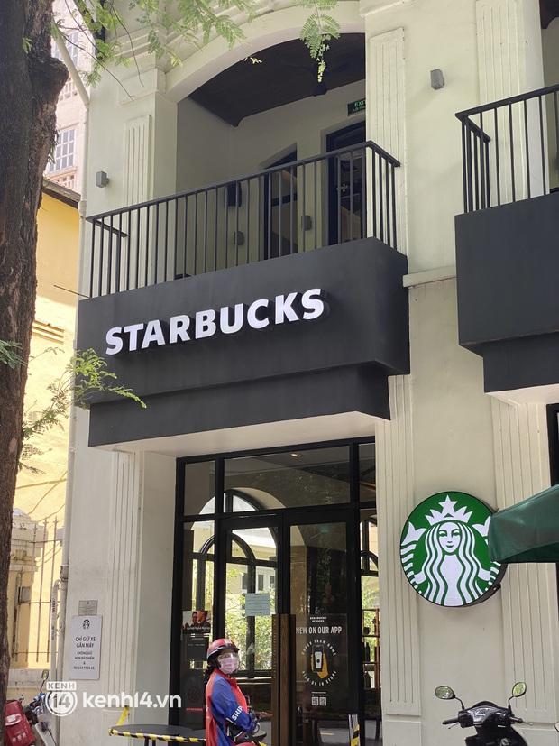 Cửa hàng Starbucks đầu tiên ở Sài Gòn được mở, khách thi nhau giục khiến shipper muốn nản - Ảnh 3.