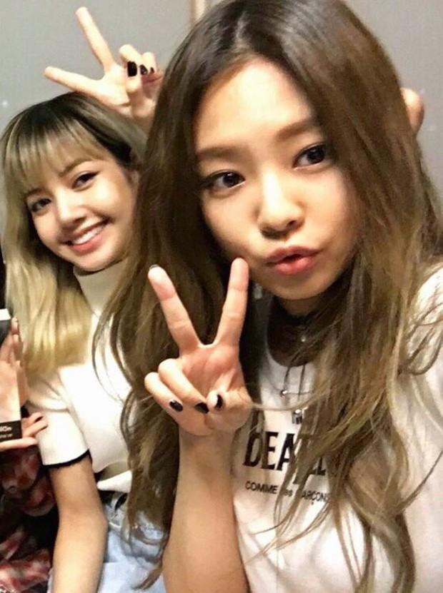 Lisa tiết lộ thân nhất với Jennie khi mới vào YG, nhìn lại quá khứ da nâu, tóc tém bảo sao Jisoo gọi là cậu em trai - Ảnh 7.