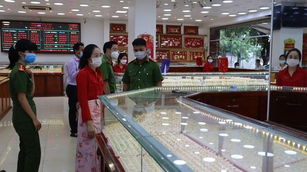 Vụ nữ nhân viên trộm hơn 2.300 nhẫn vàng: Số tiền gần 10 tỷ đồng từ bán vàng được dùng đầu tư vào tiền ảo - Ảnh 2.