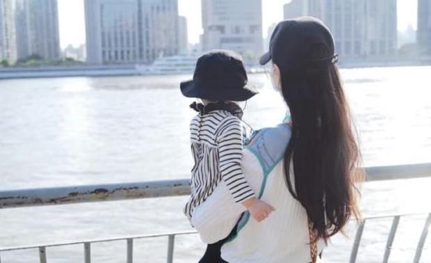 Lộ diện hình ảnh tiểu công chúa nhà Đường Yên, netizen bất ngờ với ngoại hình của bé cưng mới 1 tuổi rưỡi - Ảnh 6.