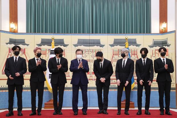 1 tuần bận rộn của đặc phái viên BTS: Sát sao bên Tổng thống Hàn Quốc, diện kiến Tổng Thư ký LHQ, trình diễn tại Đại hội đồng! - Ảnh 3.