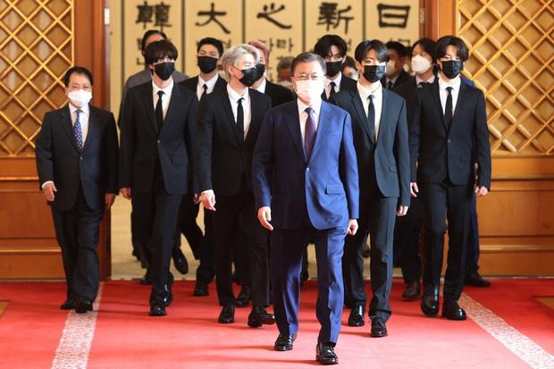 1 tuần bận rộn của đặc phái viên BTS: Sát sao bên Tổng thống Hàn Quốc, diện kiến Tổng Thư ký LHQ, trình diễn tại Đại hội đồng! - Ảnh 2.