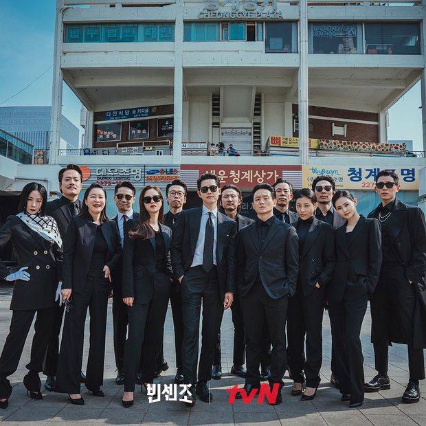Cười sảng với 6 phim Hàn hài té ghế: Hospital Playlist vô địch giải tấu hề, Song Joong Ki dẫn đầu rạp xiếc trung ương - Ảnh 3.