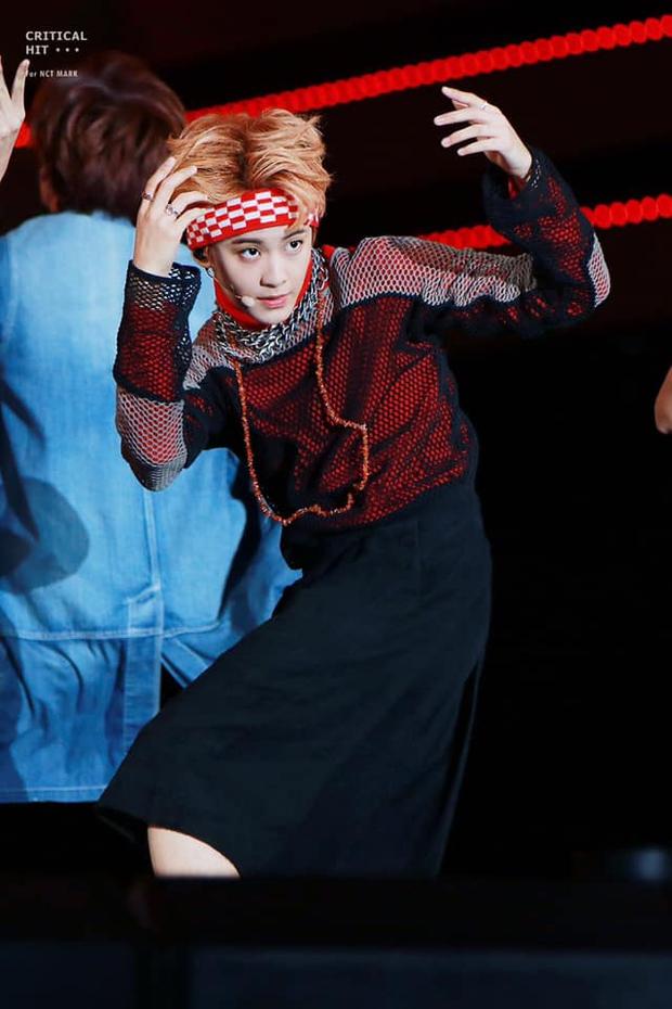 Nam idol battle với stylist vì nhóm bị mặc outfit kỳ quái đến tự ti, netizen đồng cảm, nhớ lại scandal của Irene (Red Velvet) - Ảnh 5.