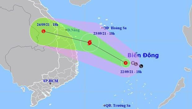 Áp thấp nhiệt đới có thể mạnh lên thành bão, mức độ nguy hiểm cao, di chuyển rất nhanh - Ảnh 1.