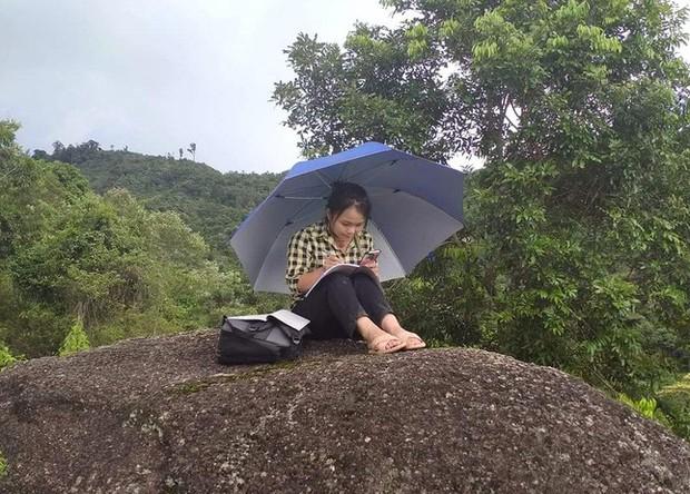 Những góc học online đặc biệt giữa núi rừng của học sinh vùng cao xứ Nghệ - Ảnh 4.